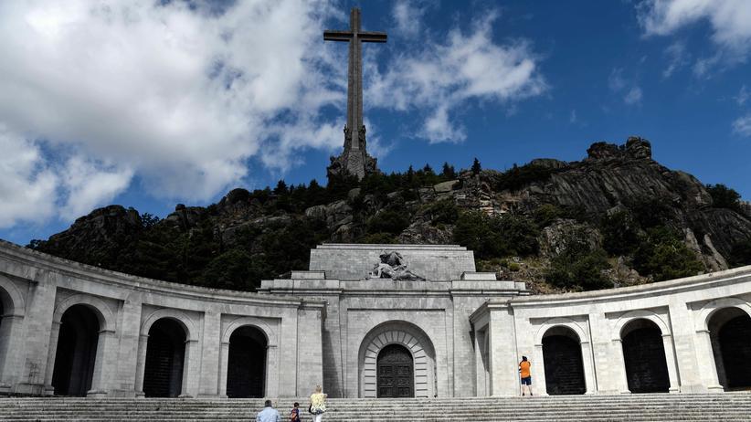 Spanien: Gebeine von Ex-Diktator Franco sollen exhumiert werden