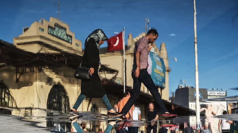 Nach dem Ausnahmezustand wird die Türkei weiterhin autokratisch geführt werden, fürchtet die Opposition. In der Nacht zu Donnerstag will Präsident Recep Tayyip Erdoğan den seit 2016 andauernden Ausnahmezustand auslaufen lassen.