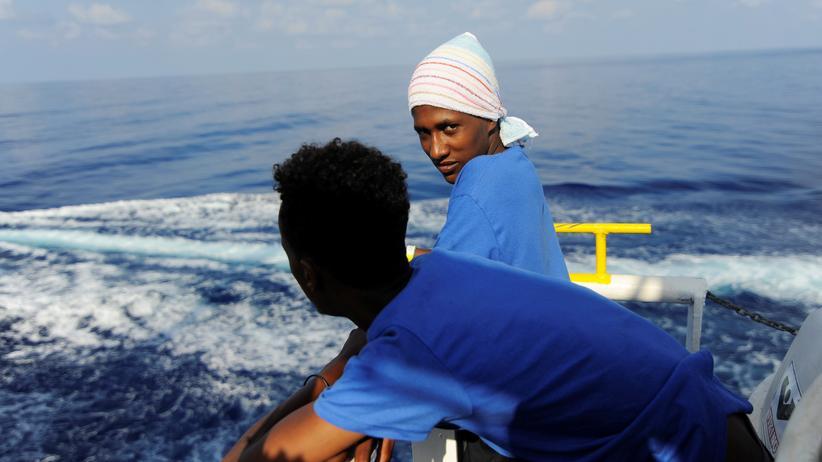"""""""Aquarius"""": Das Schiff """"Aquarius"""" sucht einen sicheren Hafen, um gerettete Menschen an Land zu bringen."""