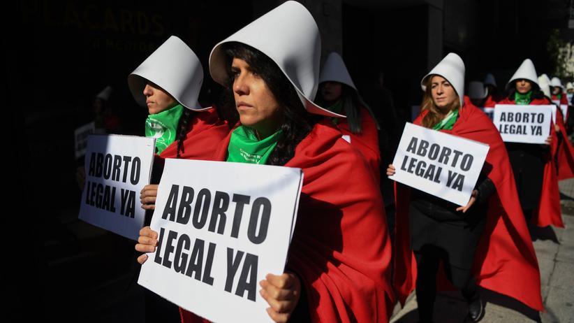 Schwangerschaftsabbruch: Frauen, die für die Legalisierung von Abtreibungen sind, protestieren vor dem Nationalkongress in Buenos Aires.