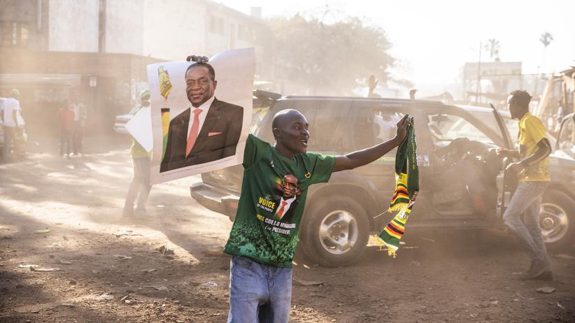 Simbabwe: Staatschef Mnangagwa gewinnt Präsidentenwahl