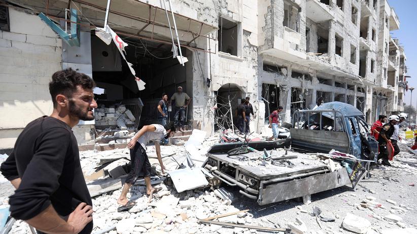 Eine Autobombe zerstörte am 2. August Häuser und Straßen in Idlib. Die Gegend ist strategisch wichtig.