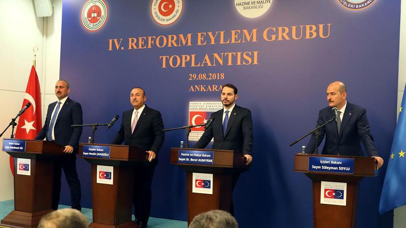 Türkei: Türkische Regierung kündigt Reformen für EU-Annäherung an