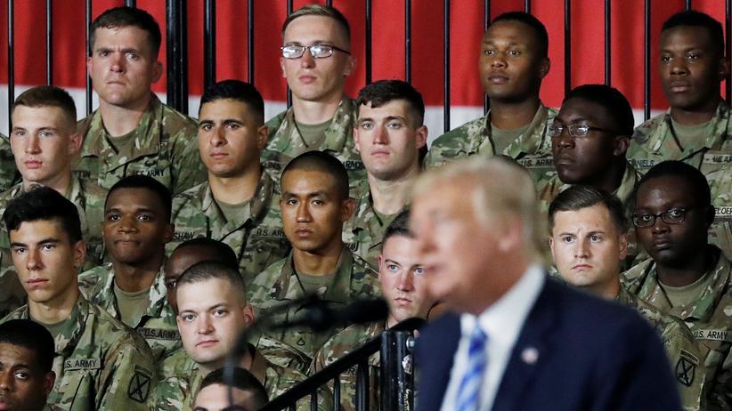 USA: Donald Trump unterzeichnet Verteidigungsetat