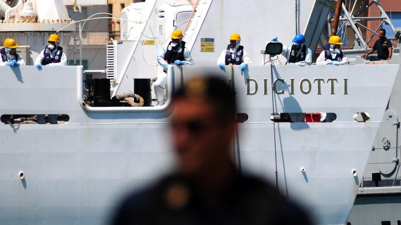 """Italien: EU-Staaten finden keine Lösung für Migranten auf """"Diciotti"""""""
