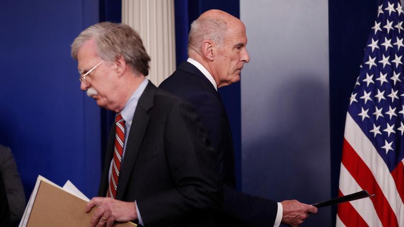 Wahlen in den USA: Der Nationale Sicherheitsberater für Präsident Donald Trump, John Bolton und Dan Coats, Direktor der nationalen Nachrichtendienste.