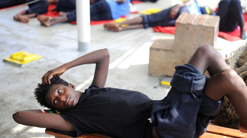"""Seenotrettung: Italien verlangt von Großbritannien Aufnahme der """"Aquarius""""-Migranten"""