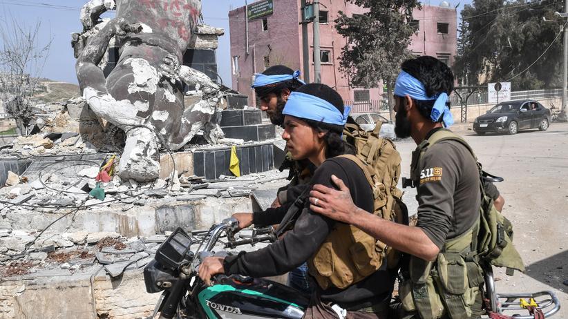 Syrien: Mit der Türkei verbündete syrische Rebellen in Afrin