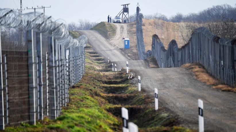 Ungarn: Seit Juli 2015 überwacht Ungarn die mehr als 300 Kilometer lange Grenze zu Serbien mit Zäunen und ständigen Patrouillen.