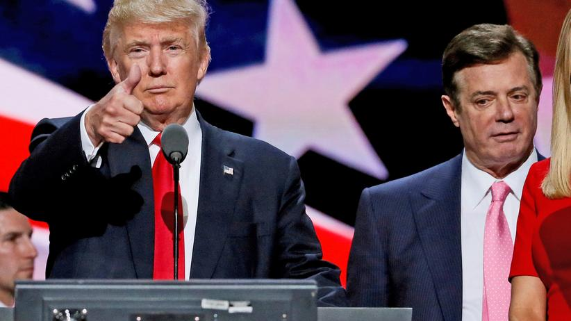 Paul Manafort: Damals noch gemeinsam auf der Wahlkampfbühne: Donald Trump als Präsidentschaftskandidat der Republikaner an der Seite seines damaligen Kampagnenleiters Paul Manafort (r.).