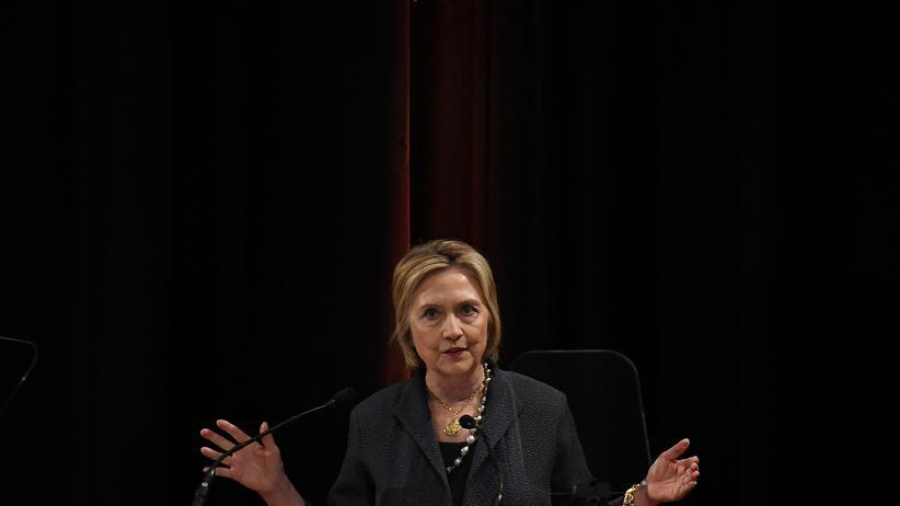 US-Regierung: Hillary Clinton macht Donald Trump für Demokratiekrise verantwortlich
