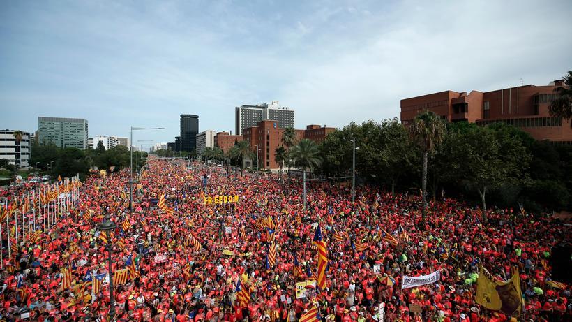 Katalonien Hunderttausende Demonstrieren Für Die Unabhängigkeit