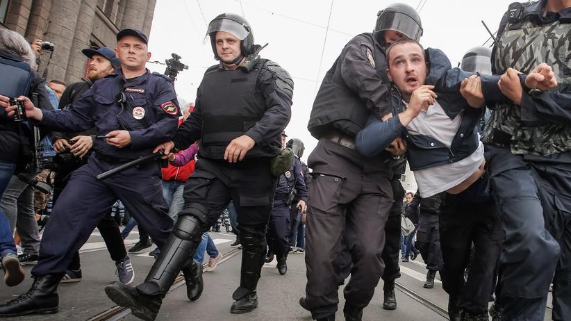 Russland: 800 Demonstranten während russischer Regionalwahlen festgenommen