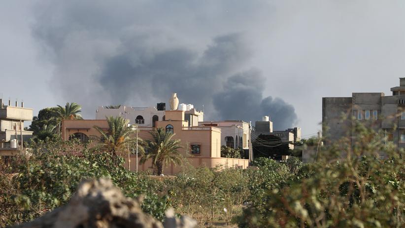 Libyen: Rauch steigt über Tripolis auf – die Hauptstadt Libyens wird von schweren Kämpfen erschüttert