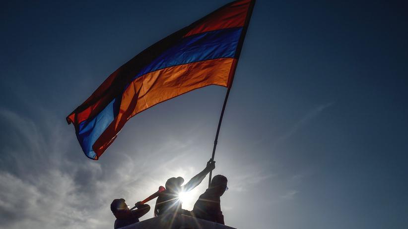 Nikol Paschinjan: Armenischer Ministerpräsident tritt zurück