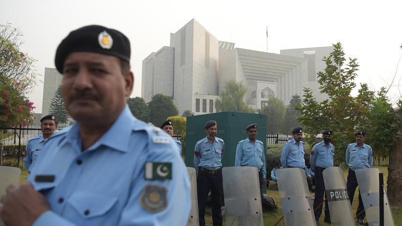 Asia Bibi: Pakistanische Sicherheitskräfte bewachen den obersten Gerichtshof in Islamabad am Tag der Urteilsverkündung im Fall der Christin Asia Bibi.