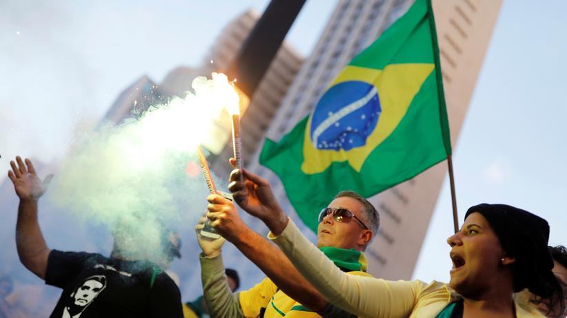 Jair Bolsonaro: Rechtsradikaler gewinnt Präsidentschaftswahl in Brasilien