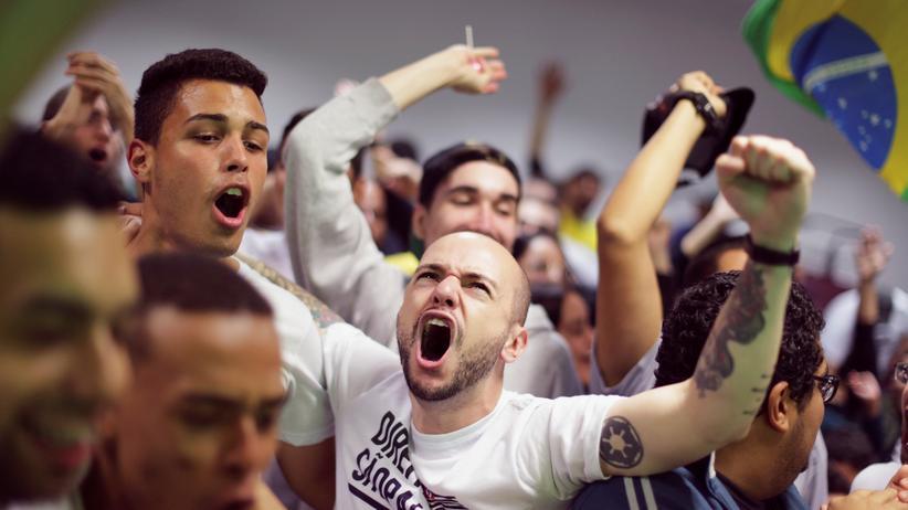 Jair Bolsonaro: Rechtspopulist gewinnt erste Runde der Wahlen in Brasilien