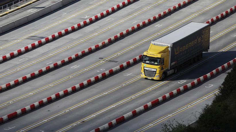 Harter Brexit: Bei einem Austritt aus der EU ohne Abkommen könnten sich auf britischen Autobahnen riesige Staus bilden.