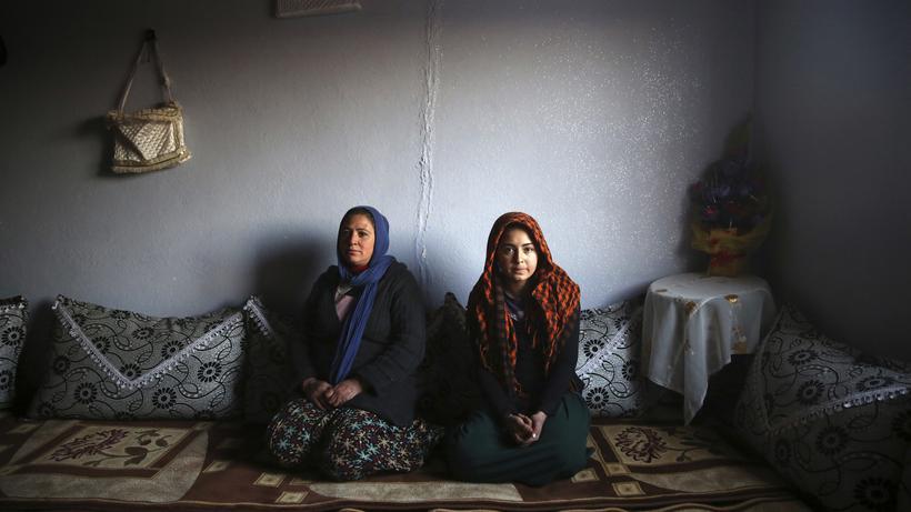 Menschenrechte: Zwei Frauen in einem Dorf in der kurdischen Provinz Mardin