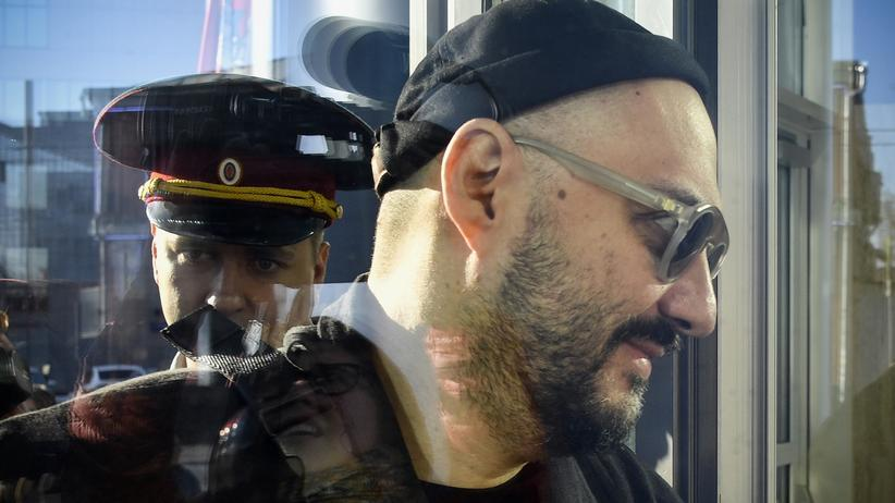 Kirill Serebrennikow: Der Regisseur Kirill Serebrennikow betritt das Moskauer Gericht.
