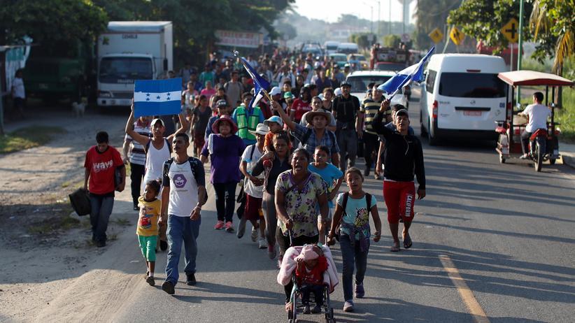 Migranten: Mexiko bietet Zug von Flüchtlingen Hilfe an