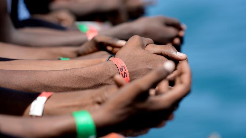 Seenotrettung: Bootsflüchtlinge warten seit Monaten auf Umsiedlung