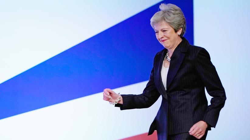 Theresa May: Eine Runde weiter