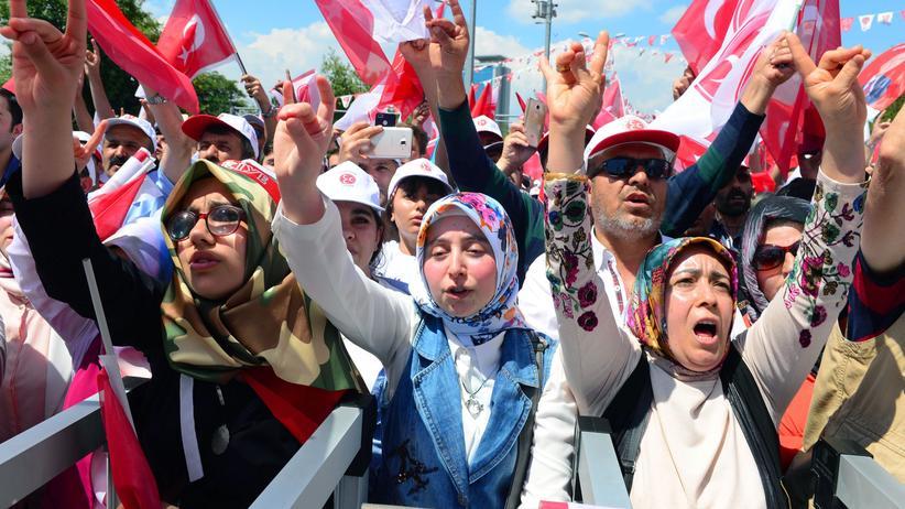 Türkei : Ultranationalisten wollen nicht mehr mit Erdoğan zusammenarbeiten