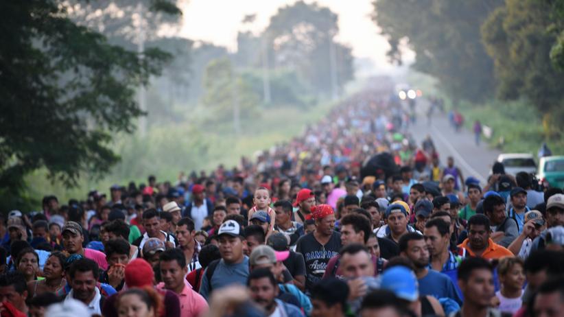 Zuwanderung: Migranten aus Mittelamerika laufen weiter