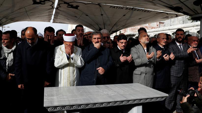 Tonbänder: Menschen in Istanbul trauern um den saudischen Journalisten Jamal Khashoggi, der lebend zuletzt am 2. Oktober gesehen wurde.