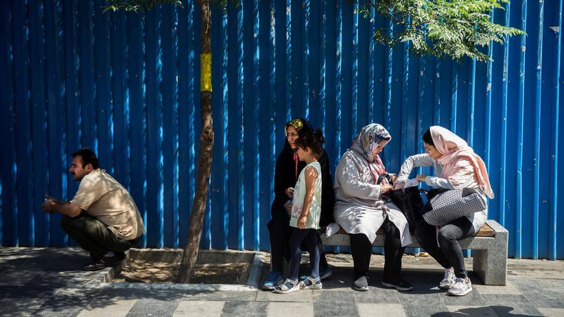 Iran: Straßenszene in Teheran. Die Sanktionen treffen vor allem die iranische Bevölkerung.