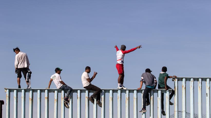 Mexiko: Erster Teil des Migrantentrecks erreicht US-Grenze