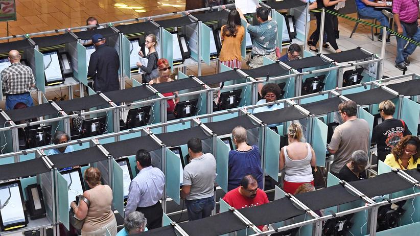 "US-Kongresswahlen: Andrang in einem Wahllokal in Las Vegas am 20. Oktober: An jenem Tag begann im US-Bundesstaat Nevada das ""early voting""."