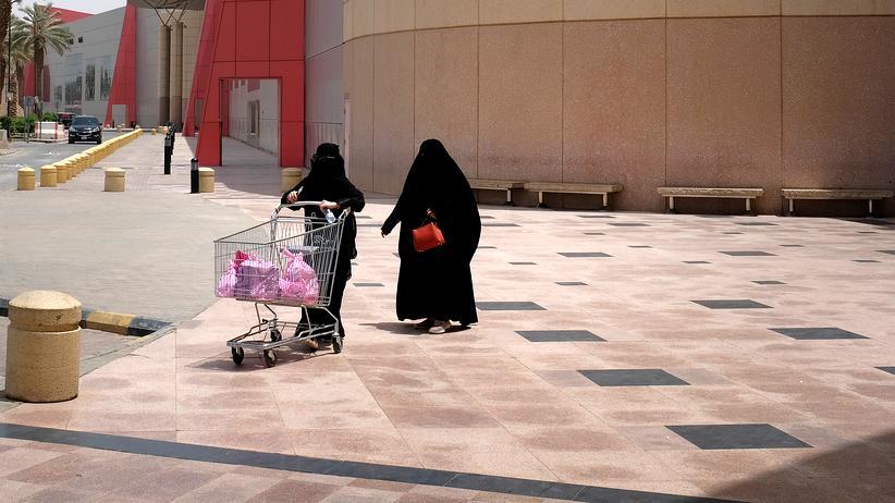 Saudi-Arabien: In Riad: Frauen in Saudi-Arabien leben ein unterdrücktes und von Männern weitgehend separiertes Leben.