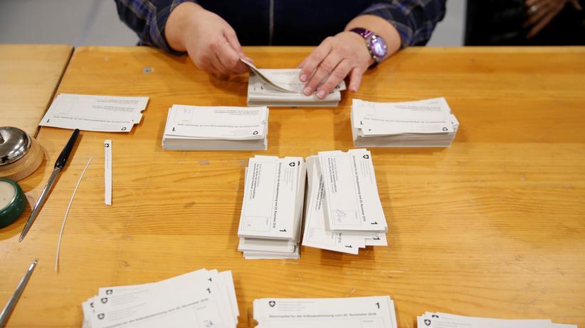 Volksabstimmung: Schweizer lehnen Selbstbestimmungsinitiative ab