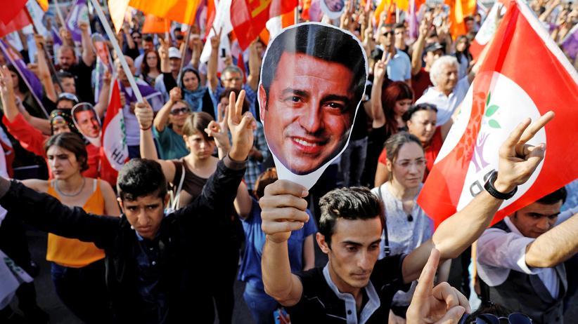 Selahattin Demirtaş: Türkischer Oppositionspolitiker muss im Gefängnis bleiben
