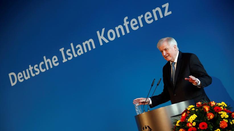 Horst Seehofer: Seehofer fordert von Moscheen mehr Unabhängigkeit