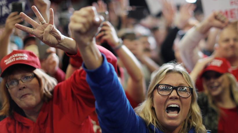 Midterms 2018: Anhängerinnen der Republikaner im Wahlkampf
