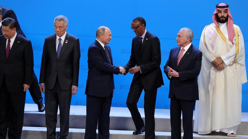 G20-Gipfel: Teilnehmer des G20-Gipfels in Buenos Aires (v.l.n.r.): Chinas Präsident Xi Jinping, der Premierminister von Singapur, Lee Hsien Loong, Russlands Präsident Wladimir Putin, Ruandas Präsident Paul Kagame, Brasiliens Präsident Michel Temer und der saudische Kronprinz Mohammed bin Salman