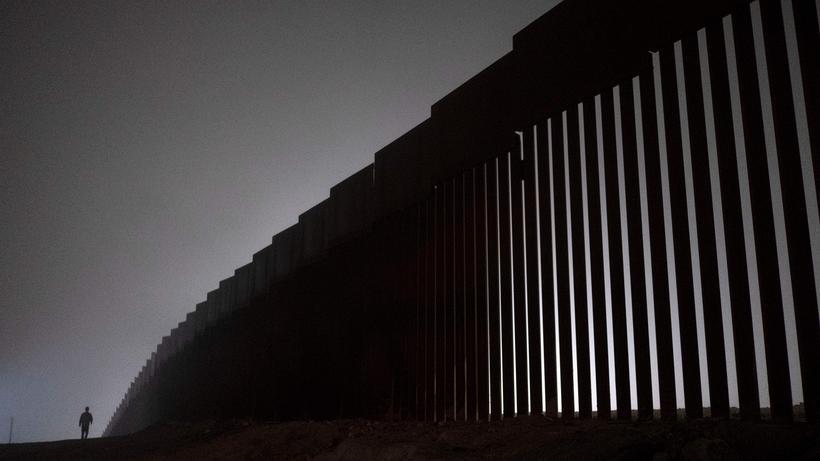 Us Prasident Donald Trump Droht Mit Schliessung Der Grenze Zu