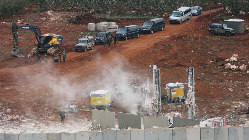 Israel: Blick über die Grenze zu Israel vom libanesischen Dorf Kfar Kila aus