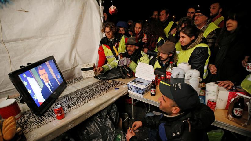 Gelbwesten: Emmanuel Macron macht nach Massenprotesten Zugeständnisse