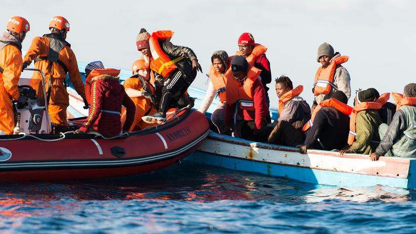 Seenotrettung: Sea-Eye rettet 17 Menschen im Mittelmeer