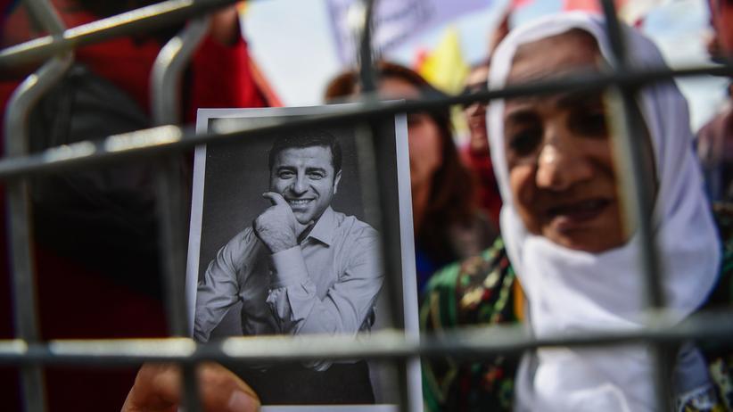 Oppositionspolitiker in der Türkei: Türkisches Gericht bestätigt Urteil gegen Selahattin Demirtaş