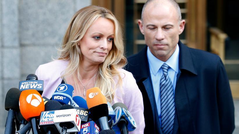 Stormy Daniels: Stormy Daniels und ihr Anwalt Michael Avenatti vor dem Bundesgericht in Manhattan.