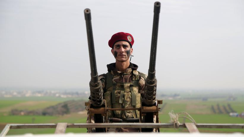 Türkische Militäroffensive: Ein syrischer Kämpfer, der die Türkei unterstützt