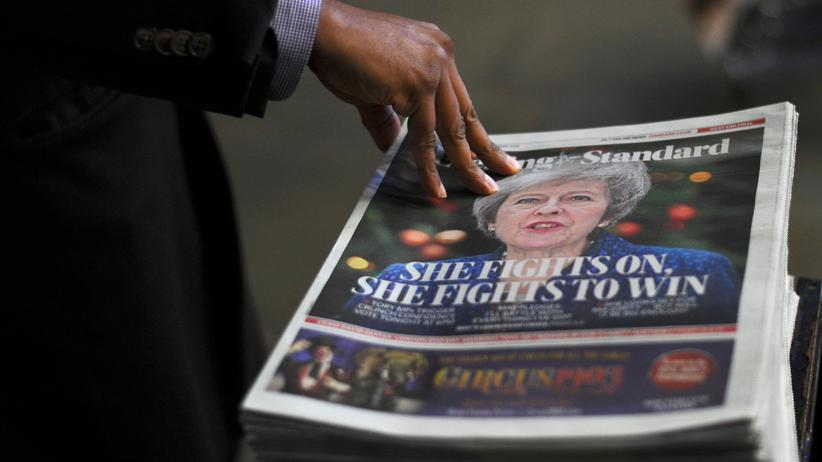 Britisches Parlament: Theresa May bleibt Premierministerin
