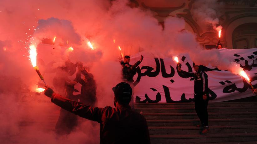 Tunesien: Jedes Jahr erinnern viele Tunesier mit Feuerwerken an den Jahrestag des Arabischen Frühlings, der in ihrem Land begann.
