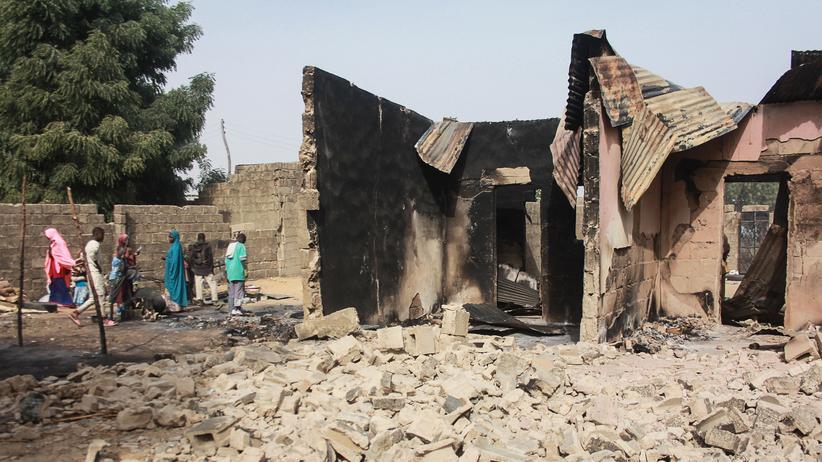 Boko Haram: Zehntausende fliehen vor Kämpfen in Nigeria